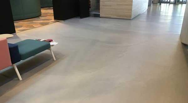 Vloerverwarming onder cementgebonden gietvloer