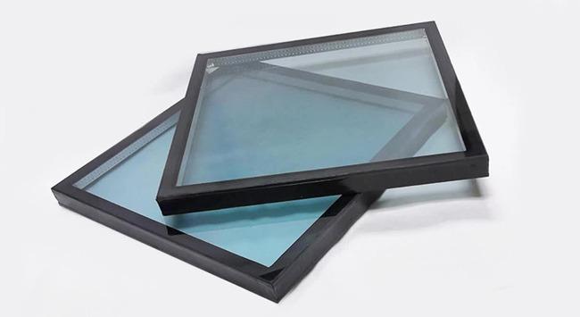Hoeveel weegt en hoe dik is dubbel glas?