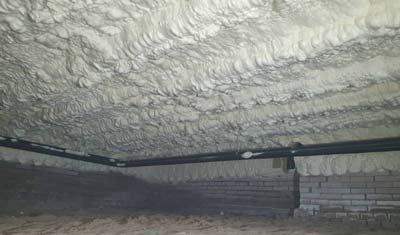 Icynene op een betonvloer aangebracht