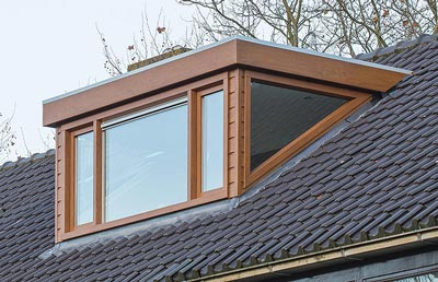 PVC ramen in dakkapel met glazen zijwang