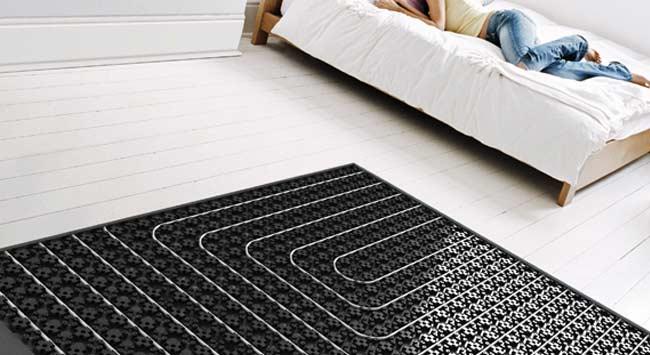 Vloerverwarming op noppenplaten in de slaapkamer