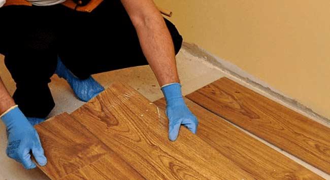 Vloer isoleren op en onder een houten vloer