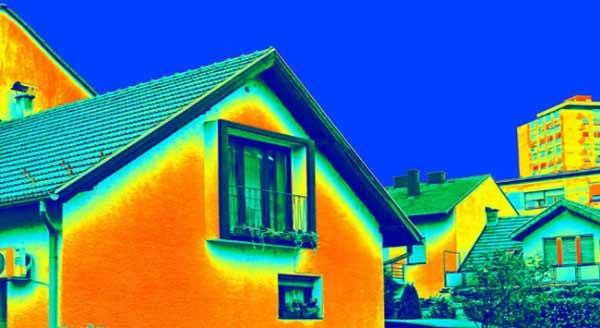 Warmtescan om warmteverlies in de spouwmuur op te sporen